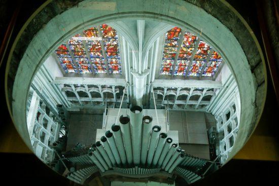 Uitzicht op het orgel van de kerk vanuit de Sint Romboutstoren. stedentrip Mechelen, duurzaam, bewust en groen, hotspots en bezienswaardigheden