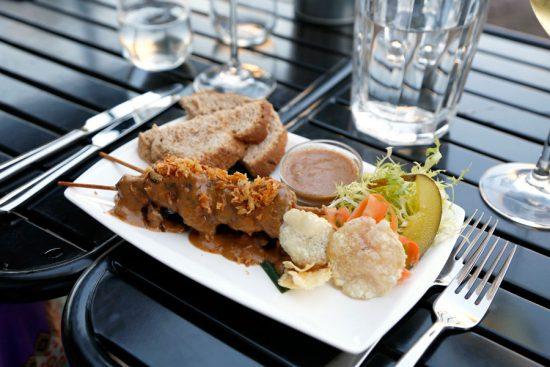 Onweerstaanbaar, de vegetarische saté bij restaurant Hortus, Den Haag, stedentrip, hotspots