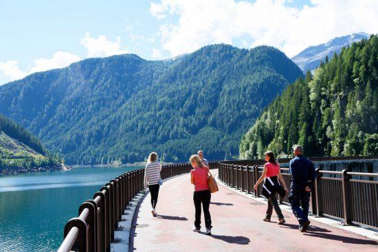 De Port Buso dam, een machtig bouwwerk voor het reguleren van water, duurzaam reizen, rondreis Trentino, Italie, duurzame, groen, groene