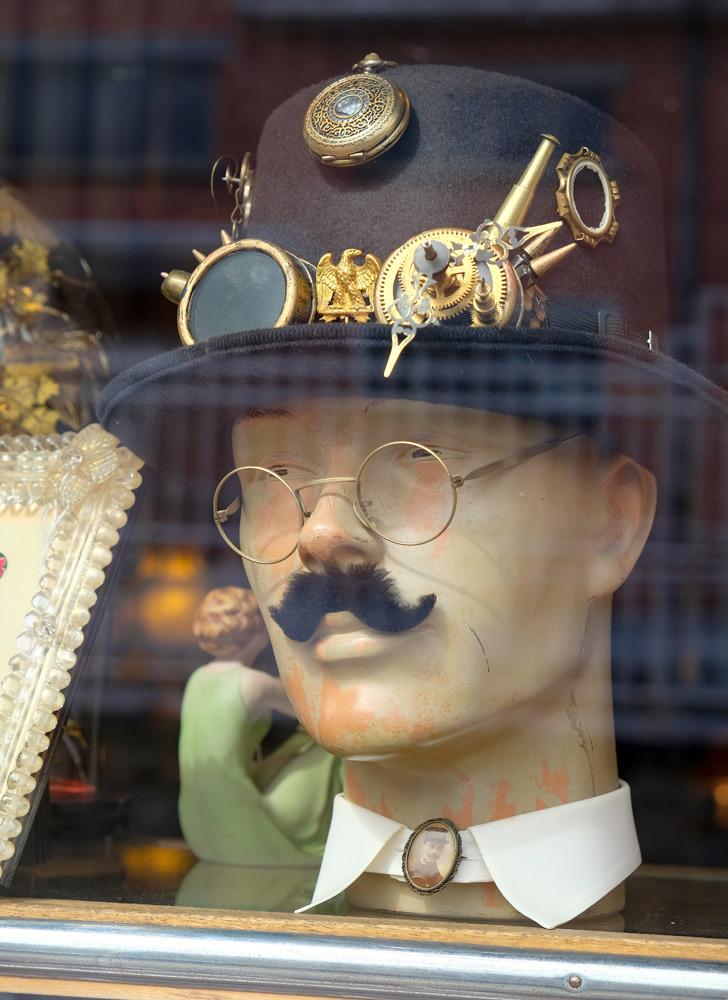 Antiek en curiosa bij Depot Vide Maison in Namen. duurzame stedentrip namen, Belgie, Namur, duurzame, weekendje weg, vintage, tweedehands, winkels