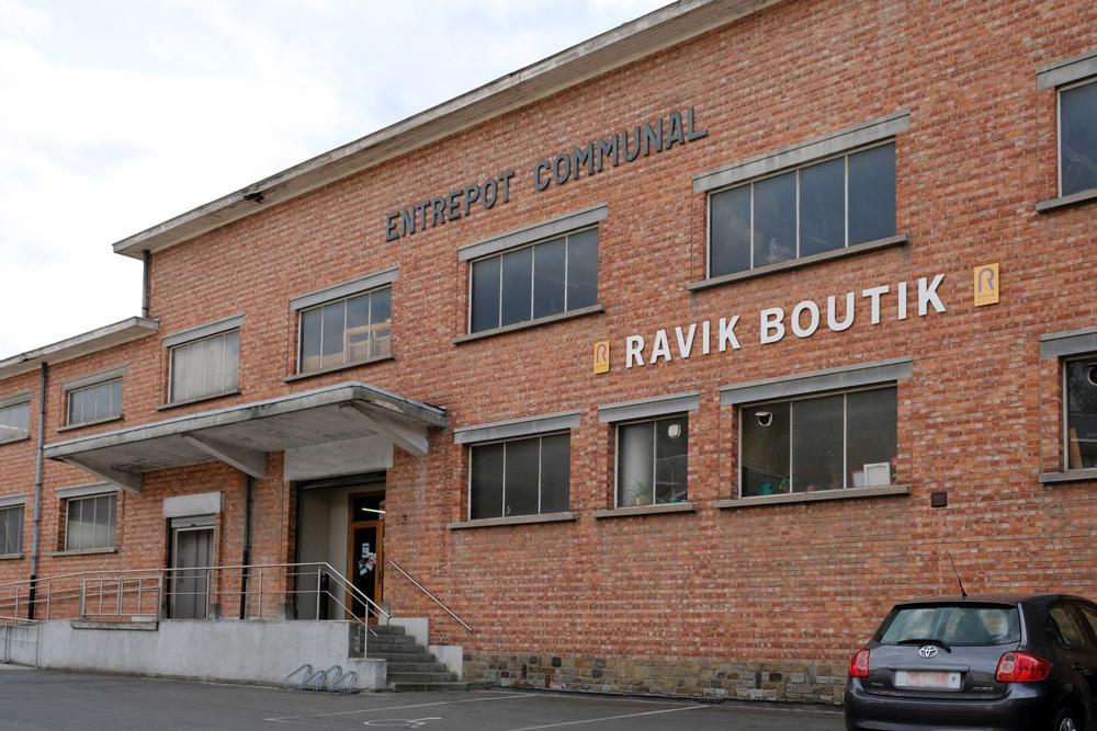Loodsen vol tweedehands spullen bij Ravik Boutik in Namen. duurzame stedentrip namen, Belgie, Namur, duurzame, weekendje weg, vintage, tweedehands, winkels