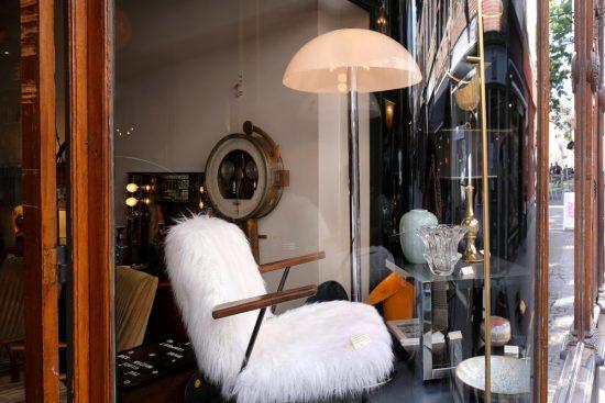 Vrijwel alles wat je ziet bij café Art Salon is ook te koop. duurzame stedentrip namen, Belgie, Namur, duurzame, weekendje weg, vintage, tweedehands, winkels