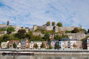 De Citadel van Namen torent boven de stad uit. duurzame stedentrip namen, Belgie, Namur, duurzame, weekendje weg, vintage, tweedehands, winkels
