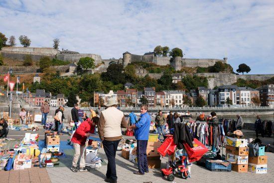 Koopjes scoren op de rommelmarkt op zondagochtend in Namen. duurzame stedentrip namen, Belgie, Namur, duurzame, weekendje weg, vintage, tweedehands, winkels