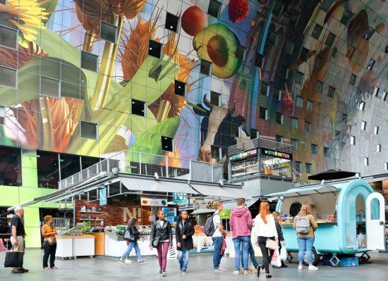 De Markthal, een van de bezienswaardigheden in Rotterdam, stedentrip otterdam,