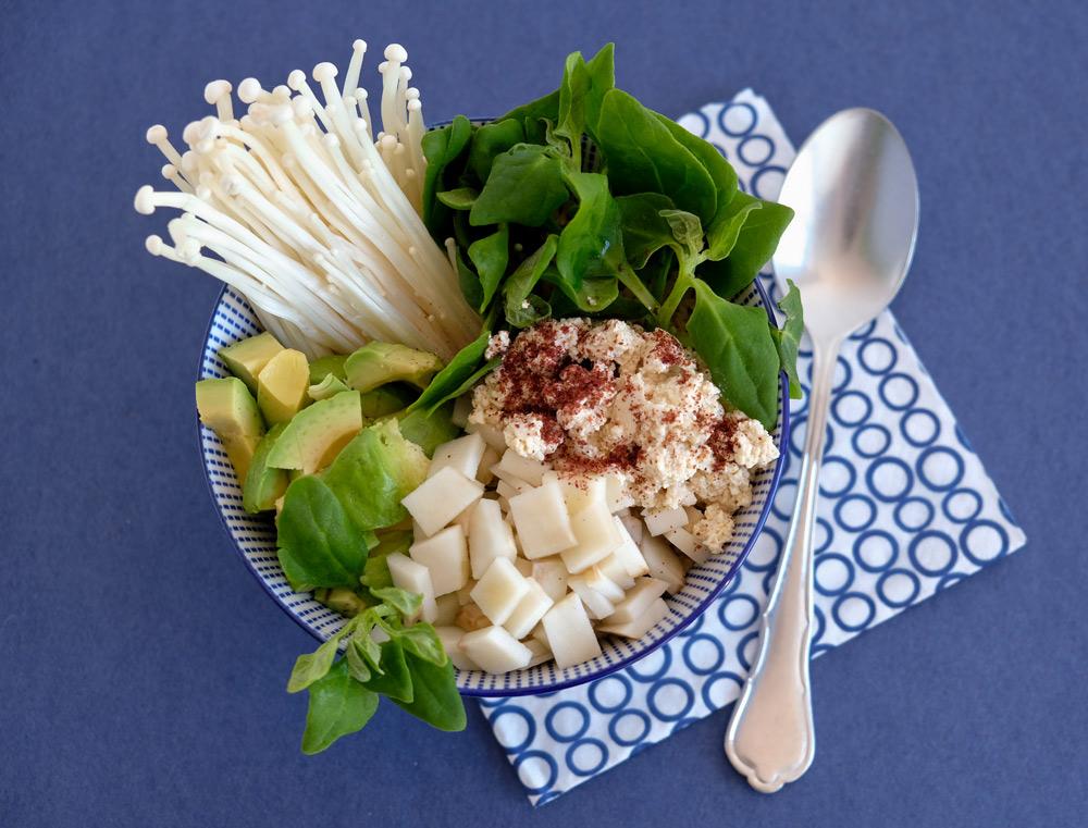 Poké bowl met aardpeer, enoki, Nieuw-Zeelandse spinazie en méér!
