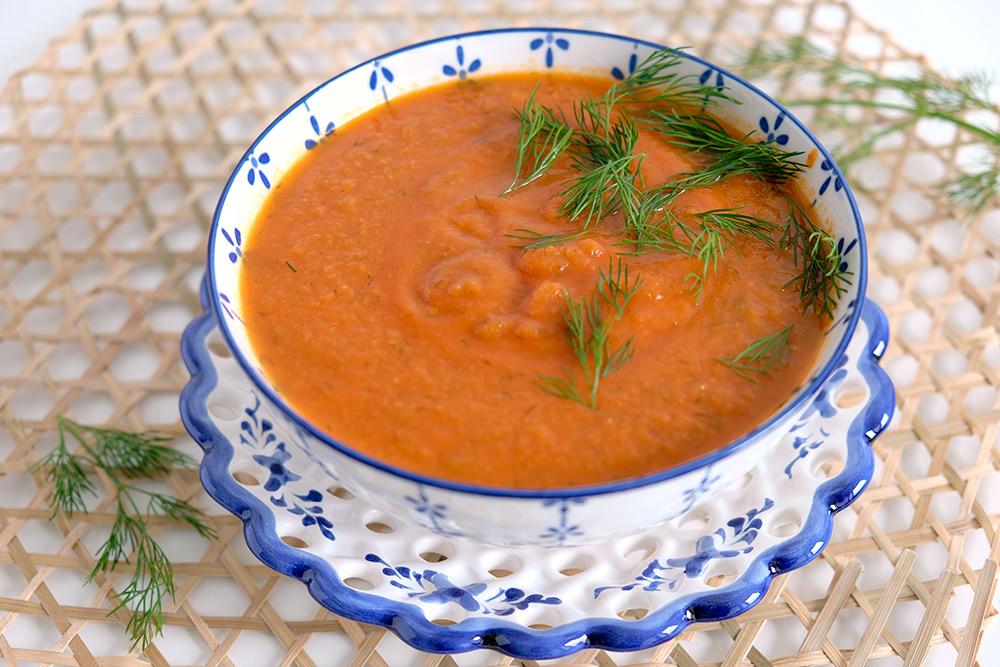 Maaltijdsoep: vegan koolrabi-tomatensoep met dille