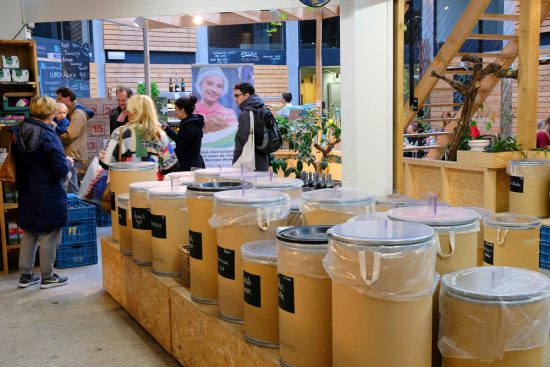 Minder verpakkingsmateriaal dankzij producten in tonnen bij BE O Versmarkt. Gent, Belgie, stedentrip, weekendje weg, vegan, vegetarisch, restaurants, tips, veggie hoofdstad