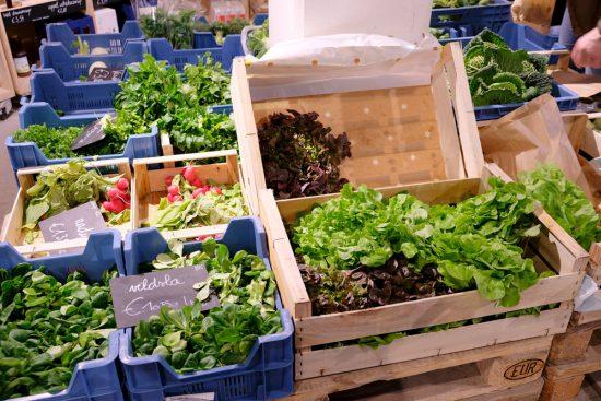Bij de BE O Versmarkt koop je natuurlijk biologische groenten. Gent, Belgie, stedentrip, weekendje weg, vegan, vegetarisch, restaurants, tips, veggie hoofdstad