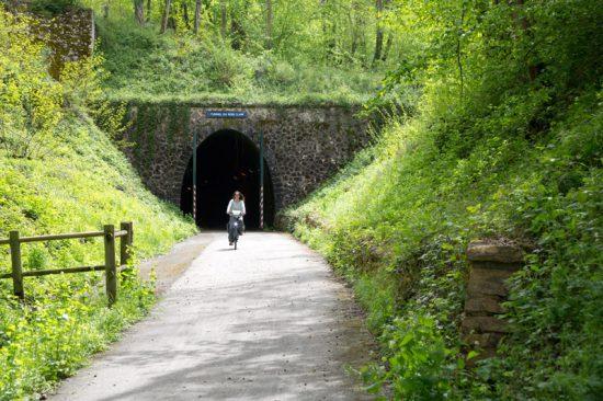 Na een tunnel is er weer daglicht: fietsen in de Bourgogne, Fietsen in de Bourgonge, Frankrijk