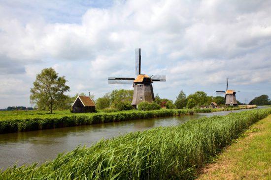 Molens in De Schermer in de polders van Noord-Holland, Nederland