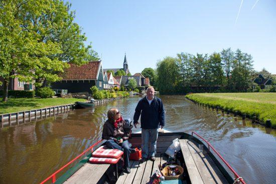 Wat een rust, met een kilometer of zes per uur varen door de polders. boottocht Eilandspolder, Noord-Holland, Nederland, varen, boottoer, excursie, boot
