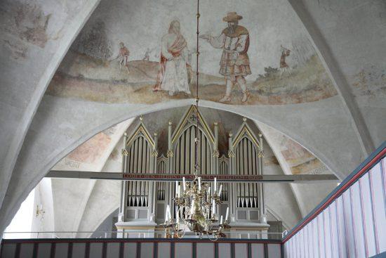 Een van de rijkversierde kerken van Fohr. Rondreis Duitse Wadden, waddeneilanden, Duitsland, waddenzee, Fohr,