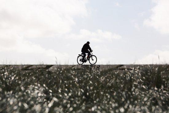 Hoe sterk is de eenzame fietser... op Sylt. Rondreis Duitse Wadden, waddeneilanden, Duitsland, waddenzee, Sylt