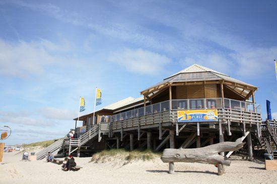Lunchen aan het strand in Sylt. Grand Plage heeft inmiddels een nieuwe eigenaar. Rondreis Duitse Wadden, waddeneiland, Duitsland, waddenzee, Sylt