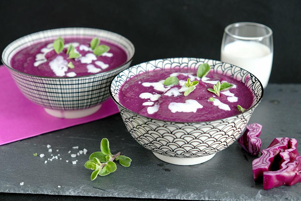 Recept: vegan rodekoolsoep met gember en limoen