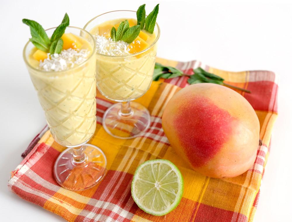 In tien minuten klaar, een verse kokos mango-smootie, mango, smoothie, kokos, munt, limoen