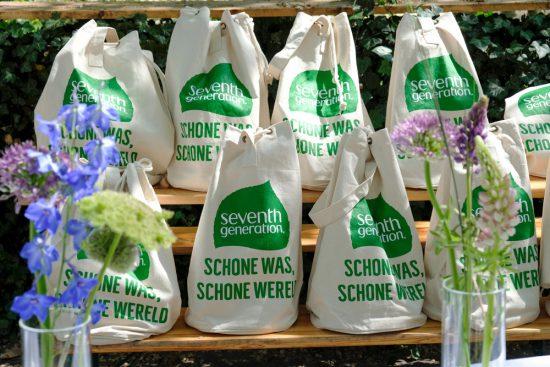 De schoonmaakproducten van Seventh Generation van Unilever bevatten tot 87% plantaardige ingredienten, goodiebag met ecologische schoonmaakmiddelen