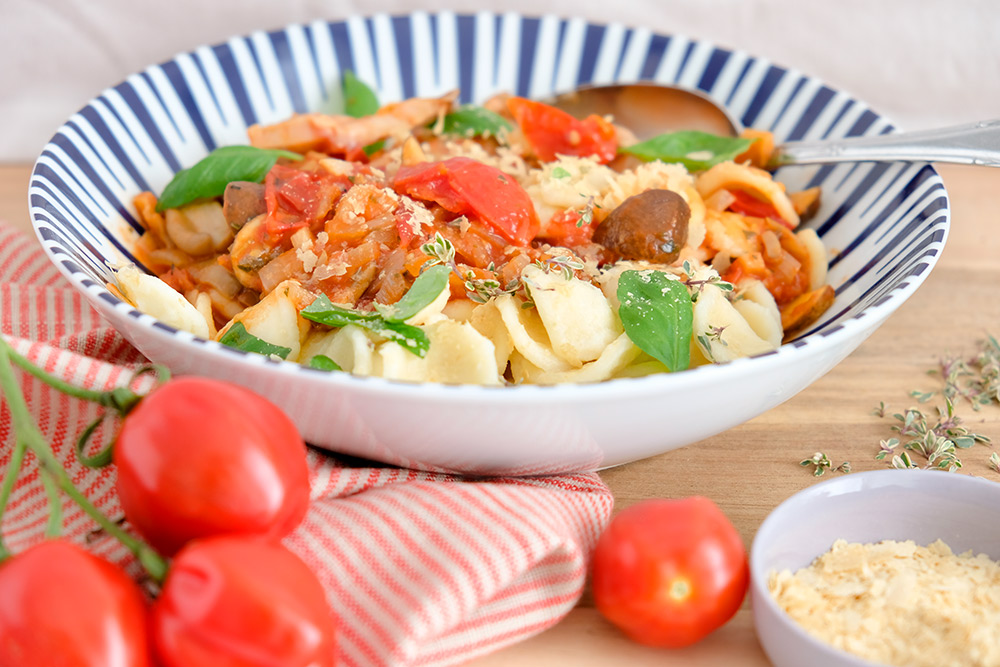 Vegan pasta met verse paddenstoelen-tomatensaus