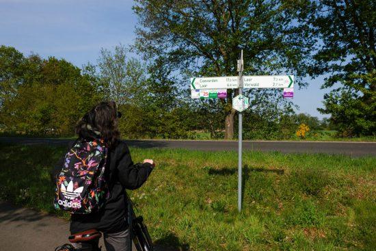 De Vechtdalroute staat overal goed aangegeven. Fietsen door het Vechtdal van Duitsland naar Nederland, fietsvakantie