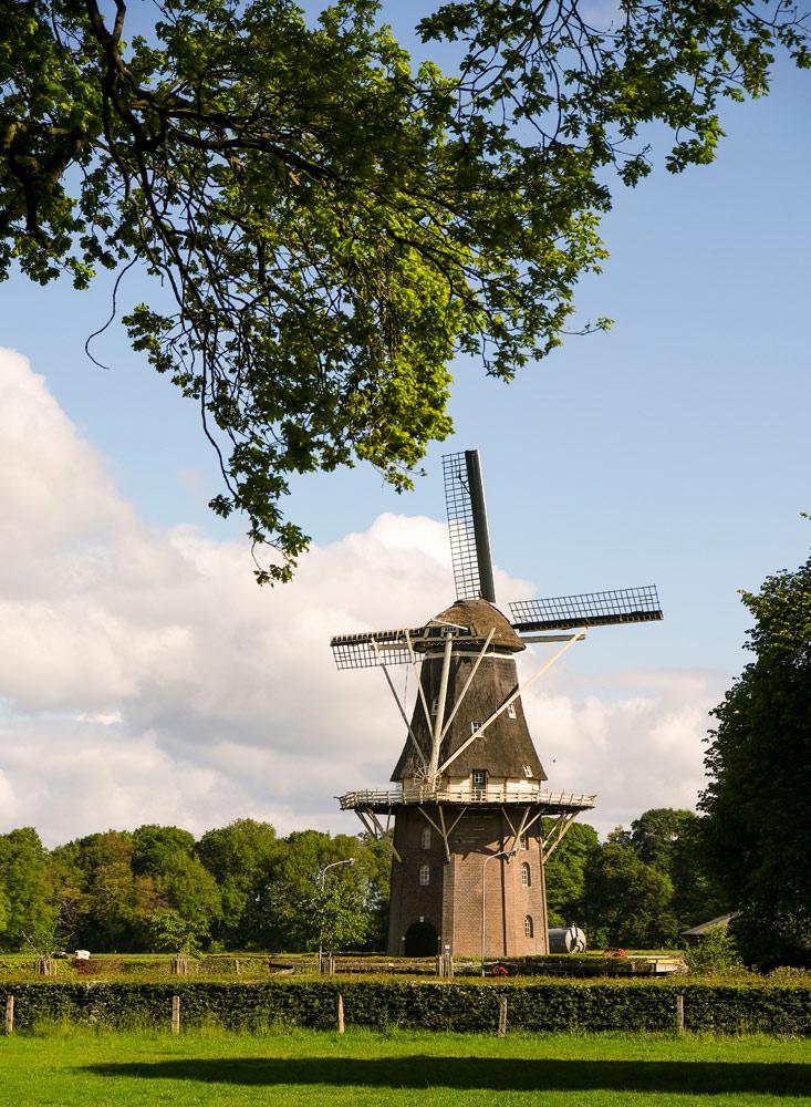 De Vilterse molen deed bijna 100 jaar dienst als korenmolen. Fietsen door het Vechtdal van Duitsland naar Nederland, fietsvakantie