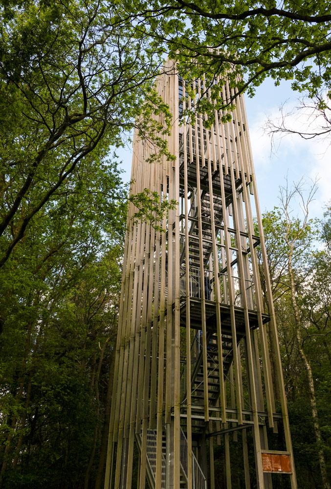 De uitkijktoren de Stokte van Aterliereen Architecten. Fietsen door het Vechtdal van Duitsland naar Nederland, fietsvakantie