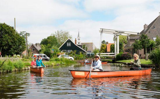 Kanoën door Watergang. Wetlands Safari, kano tour in Ilperveld, de groene achtertuin van Amsterdam, n
