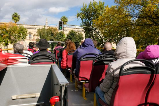 Sevilla verkennen met de hop-on hop-off bus. Stedentrip Sevilla, Spanje, Seville, city trip