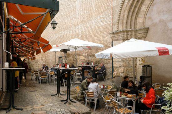 Stedentrip Sevilla, terras in de wijk Macarena, Sevilla