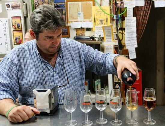 Sherry drinken bij abaceria Casa Moreno. Stedentrip Sevilla, Spanje, Seville, city trip