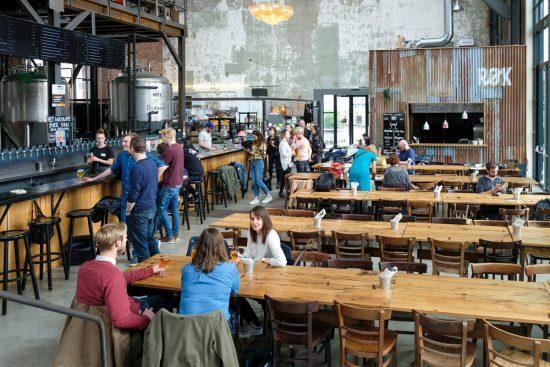 Tijdens een toertje sneukelen kan bierproeven natuurlijk niet ontbreken, Sneukelen in Gent, stedentrip Belgie