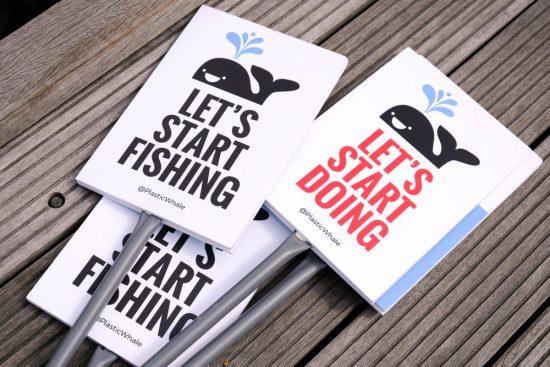 Nooit gedacht dat vissen zo leuk kon zijn: plastic vissen met Plastic Whale. Plastic Whale vissen in de Amsterdamse grachten , de dag na Pride Amsterdam