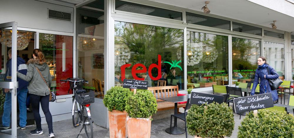 Lekker vegetarisch en vegan eten bij restaurant Red . Fietsen over de Bergstrasse bij Heidelberg, Duitsland