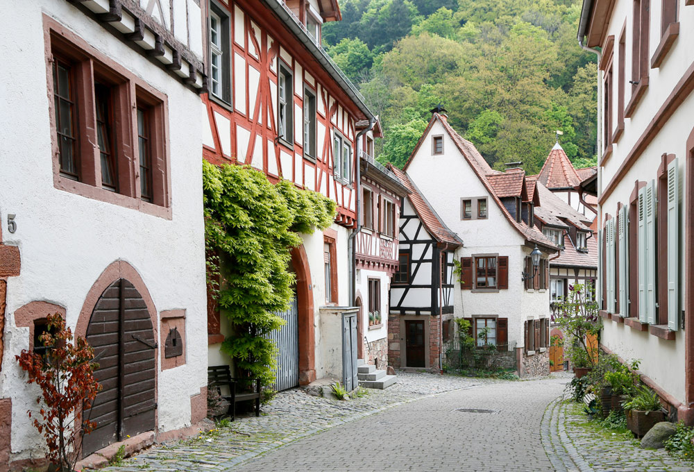 Een van de knusse straten in Weinheim. Fietsvakantie Die Bergstrass, Heidelberg, Duitsland, fiets, fietsroute, rondreis, standplaats
