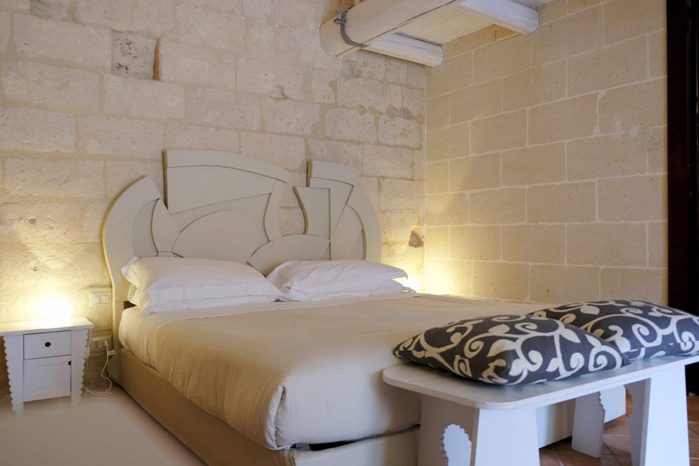Veel van de grotwoningen in de sassi zijn nu hotels. Rondreis Basilicata, Italie, langs Matera en ankele andere stadajes in de Kleine Dolomieten van Lucarna