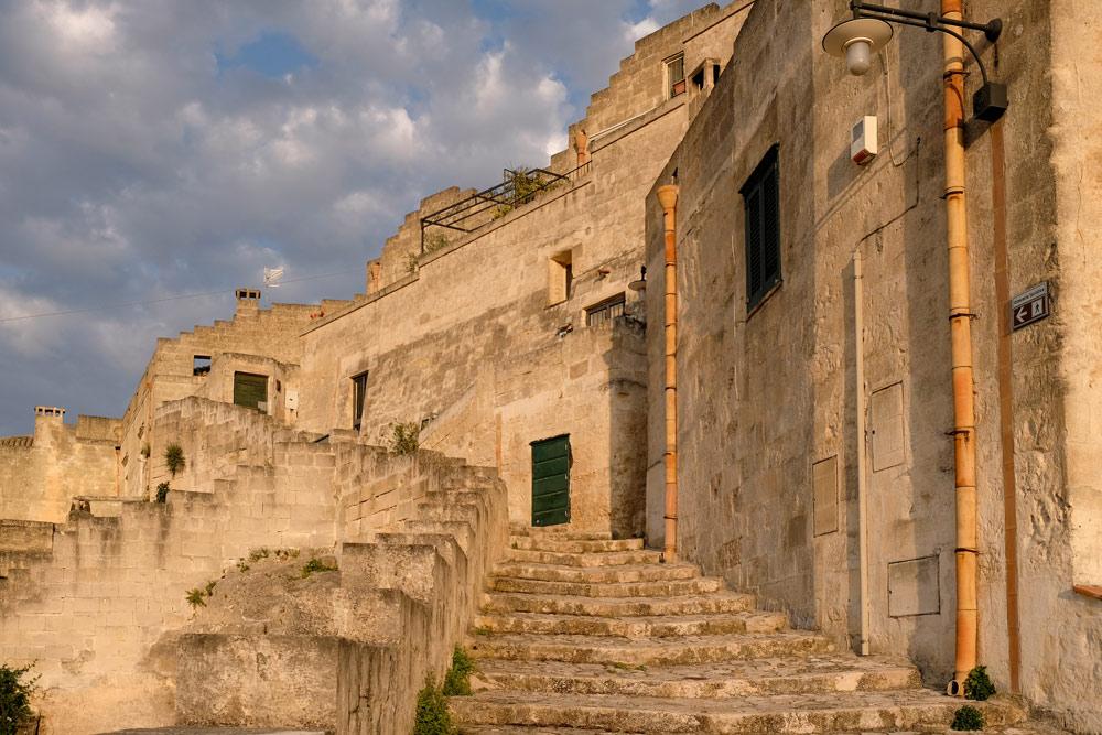Wandelen door de sassi in de vroege ochtenduren. Rondreis Basilicata, Italie, langs Matera en ankele andere stadajes in de Kleine Dolomieten van Lucarna