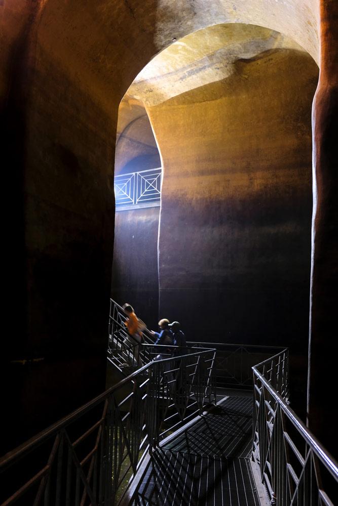 De oude cisternen, de ondergrondse wateropvang. Rondreis Basilicata, Italie, langs Matera en ankele andere stadajes in de Kleine Dolomieten van Lucarna