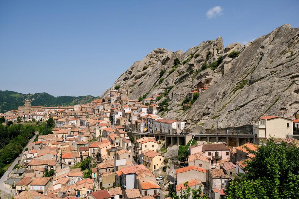 Bergdorp Pietrapertosa is een mooie uitvalsbasis voor wandelingen in de Kleine Dolomieten van Lucane. Rondreis Basilicata, Italie, langs Matera en ankele andere stadajes in de Kleine Dolomieten van Lucarna