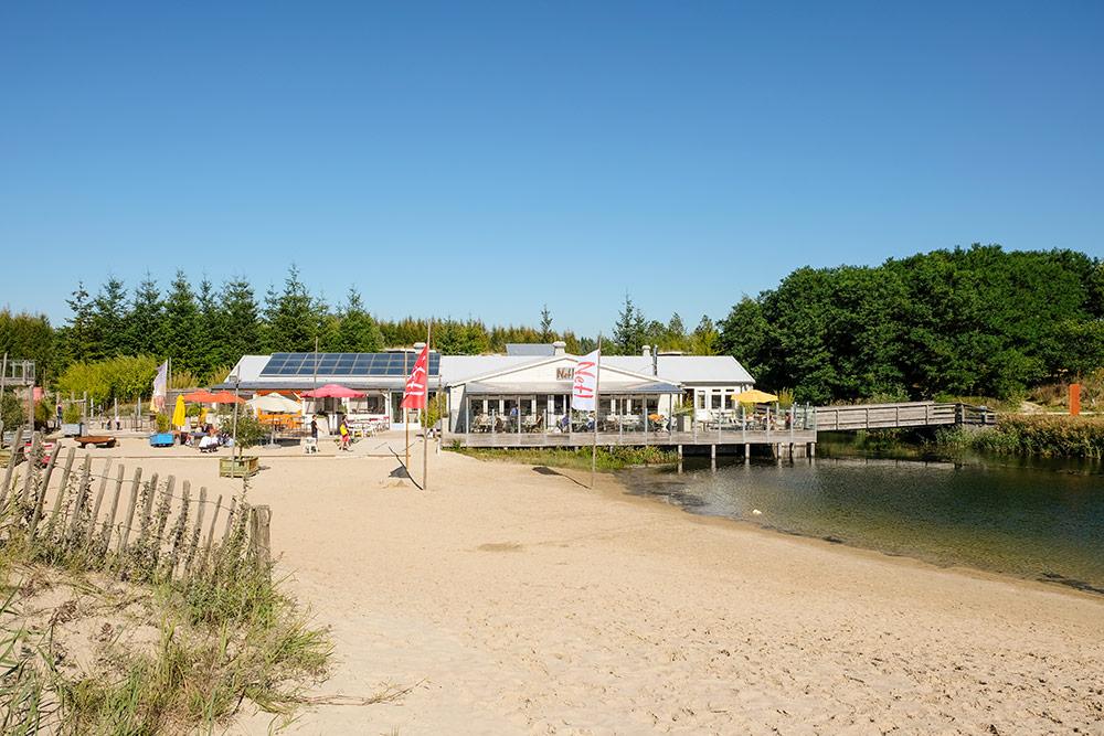 Middenin de Noordoostpolder waan je je aan het strand bij Netl. Flevoland