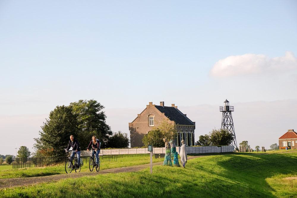 Schokland: Dwaalgasten van Karin van der Molen, land art route Dichter op het land. . Wandelen in Flevoland