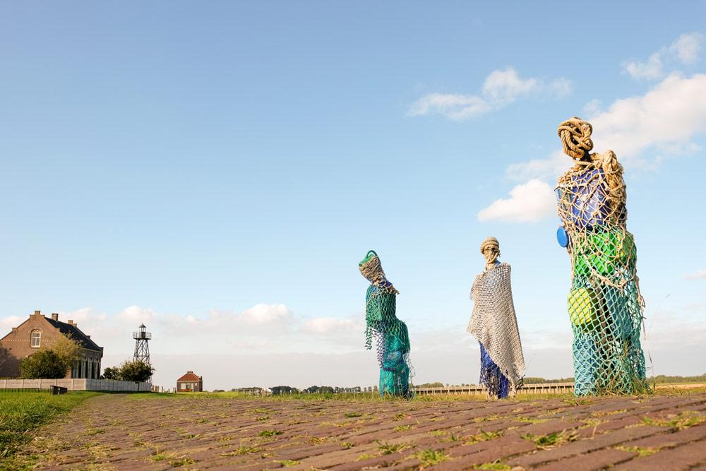 Dichter op het Land op Schokland met kunst van Dwaalgasten van Karin van der Molen. . Wandelen in Flevoland