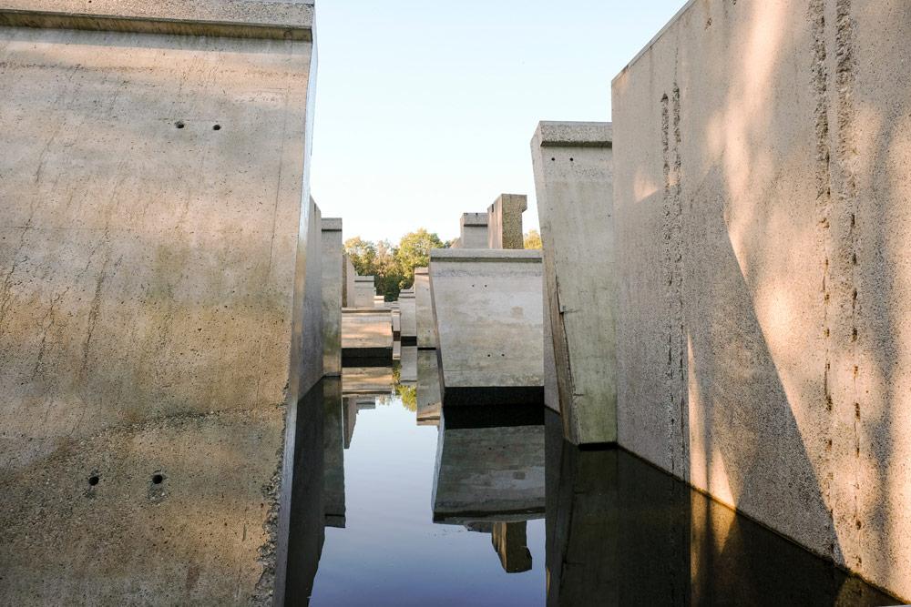 In het Waterloopbos is nu het Kunstwerk Deltawerk// van RAAAF en Atelier de Lyon te zien. Wandelen in Flevoland