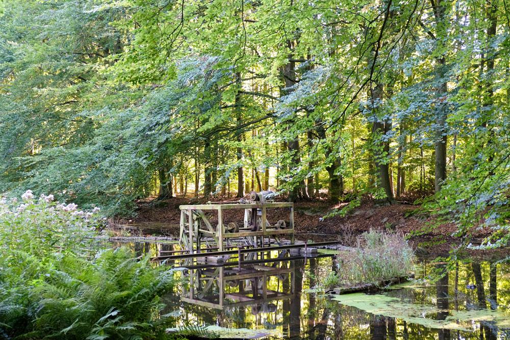 De komende jaren worden diverse schaalmodellen in het Waterloopbos gerestaureerd.. Wandelen in Flevoland