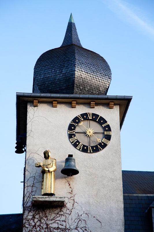 De klokkentoren bij het Gaume museum. Rondreis La Gaume, Wallonie, Belgie, hotspots, bezienswaardigheden, roadtrip
