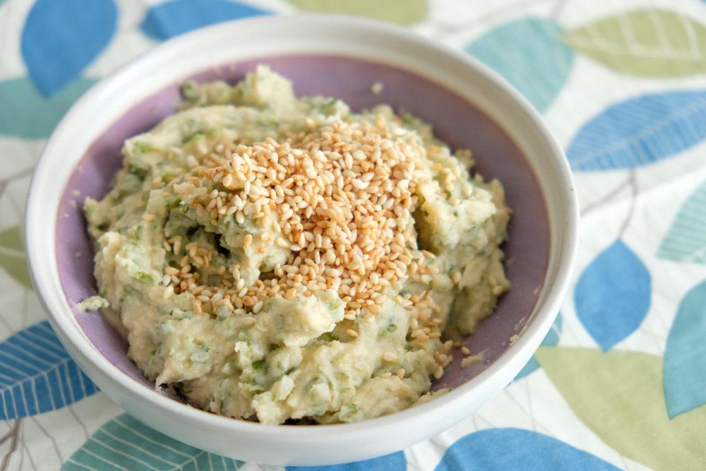 Hummus met sesam en zeewier