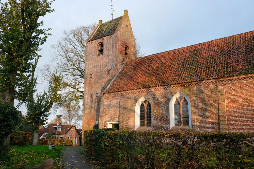 De Hervormde kerk Obergum in Winsum. rondreis Waddenkust, Groningen, roadtrip