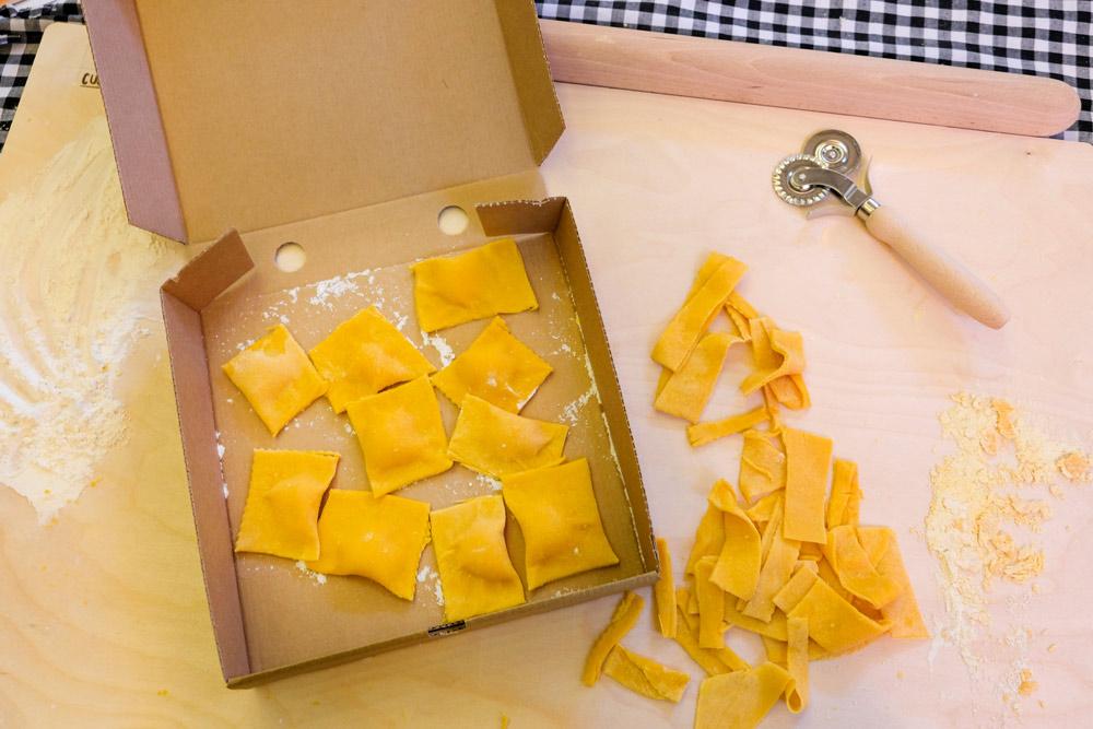 Zelf pasta maken tijdens het Little Italy evenement in Amsterdam