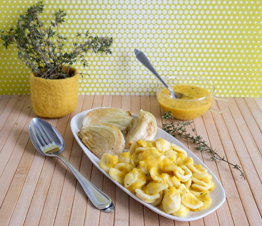 Pastasaus van gele paprika, paprikasaus, geroosterde venkel, vegan, veganistisch, plantaardig, plant-based