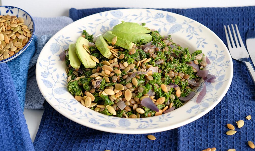 Een lekker winterse lunch: linzen-boerenkoolsalade