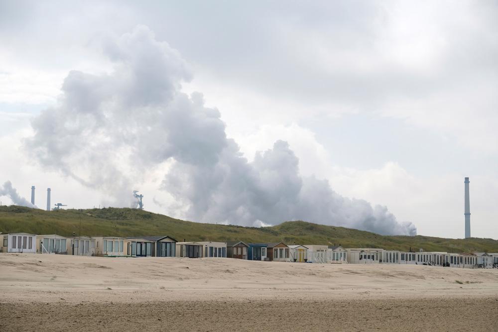 Tata Steel is altijd aanwezig als je bij Wijk aan Zee op het strand loopt. Boskalis Beach Cleanup Tour, schoonmaken van het strand, onder meer door plastic te verzamelen